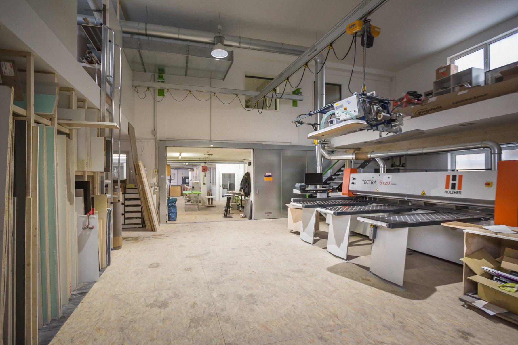 10697 Baufortschritt Werkstatt und Laden 170126 MG
